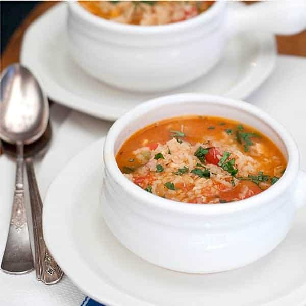 Spanish Rice and Chicken Soup - a lovely version of chicken soup flavored with garlic, cilantro, tomatoes, and taco seasoning. From @NevrEnoughThyme https://www.lanascooking.com/spanish-rice-chicken-soup/