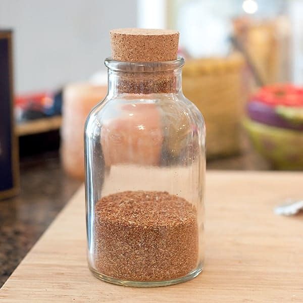 Homemade Taco Seasoning Mix - a recipe for making your own homemade mix for seasoning tacos, burritos, and more. Very convenient to have on hand. From @NevrEnoughThyme https://www.lanascooking.com/homemade-taco-seasoning-mix/