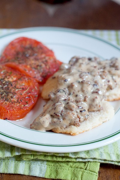Sausage Gravy with Biscuits and Tomatoes #sausage #gravy #sausagegravy #pork #southern #vintage #country #breakfast #brunch