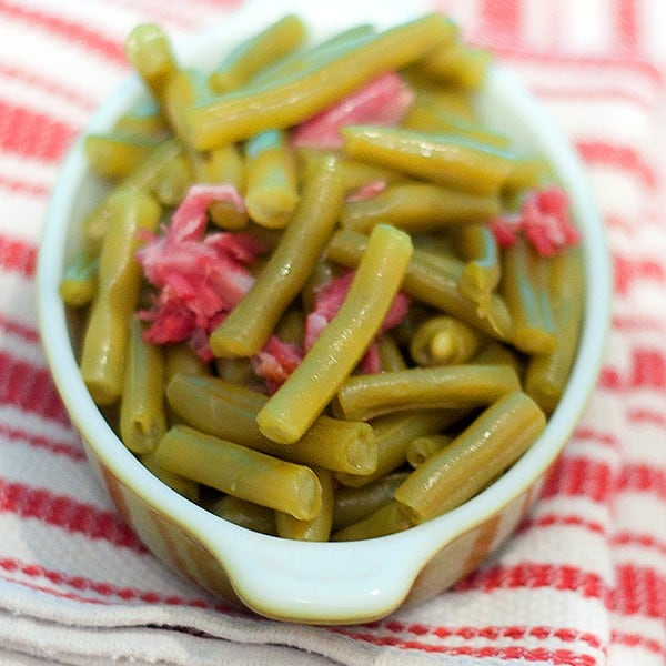 My method for cooking Old-Fashioned Southern Green bBans with a beautiful, smoky ham hock for flavoring. From @NevrEnoughThyme http://www.lanascooking.com/old-fashioned-southern-green-beans