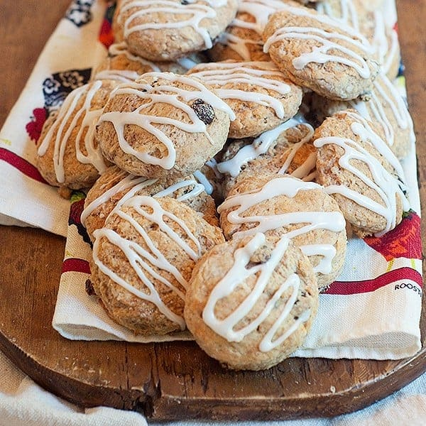 Cinnamon Raisin Biscuits - sweetened buttermilk biscuits with cinnamon and raisins. Great addition to your breakfast menu. From @NevrEnoughThyme http://www.lanascooking.com/cinnamon-raisin-biscuits-recipe/
