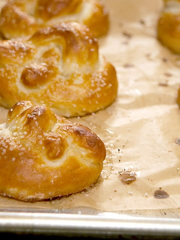 Homemade Soft Pretzels are a warm, buttery, delicious treat! From @NevrEnoughThyme https://www.lanascooking.com/soft-pretzels/