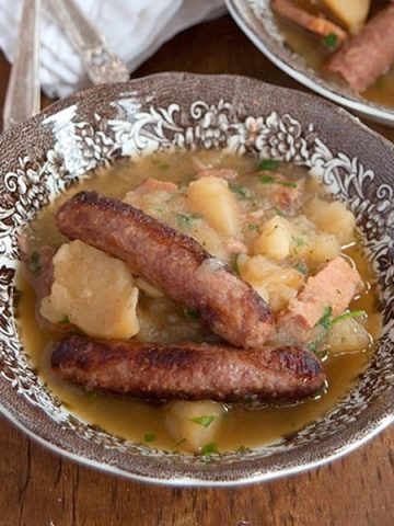 Dublin Coddle - a stew of onions, potatoes, sausages, and bacon - for St. Patrick's Day. From @NevrEnoughThyme https://www.lanascooking.com/dublin-coddle