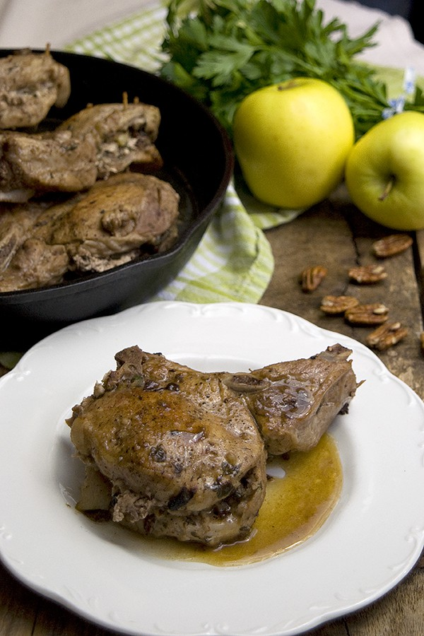 Apple Pecan Stuffed Pork Chops from @NevrEnoughThyme http://www.lanascooking.com/apple-pecan-stuffed-pork-chops