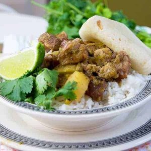 Pork, potatoes, and salsa verde make this delicious southwestern pork stew a Tex-Mex delight! Slow Cooker Southwestern Pork Stew from @NevrEnoughThyme http://www.lanascooking.com/slow-cooker-southwestern-pork-stew