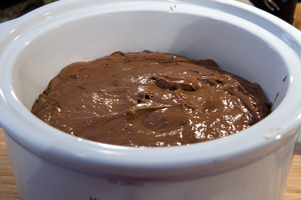 This delicious Triple Chocolate Slow Cooker Cake uses a boxed cake mix for convenience. From @NevrEnoughThyme http://www.lanascooking.com/triple-chocolate-slow-cooker-cake