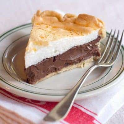 Chocolate Meringue Pie - an old fashioned, rich, and deliciously indulgent dessert. From @NevrEnoughThyme https://www.lanascooking.com/chocolate-meringue-pie