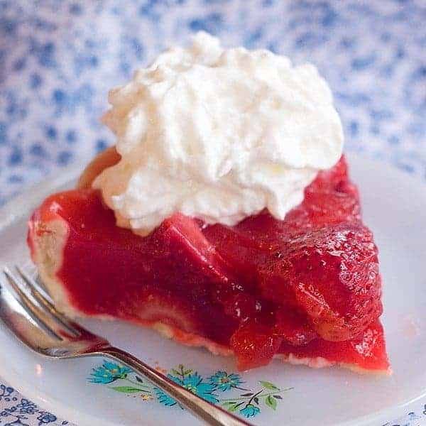 Fresh Strawberry Pie made with Florida strawberries at the height of their season! From @NevrEnoughThyme https://www.lanascooking.com/fresh-strawberry-pie
