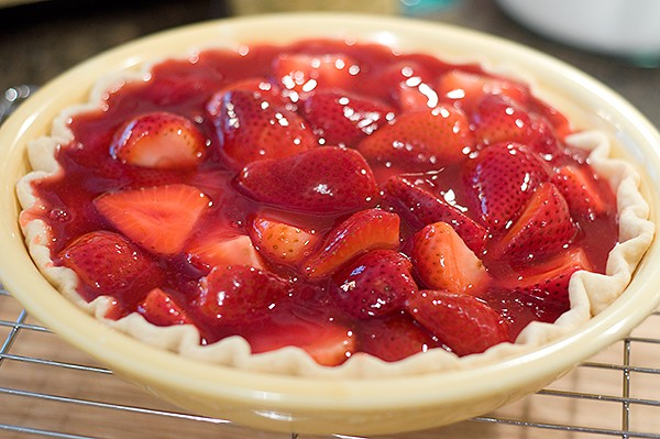 Fresh Strawberry Pie made with Florida strawberries at the height of their season! From @NevrEnoughThyme http://www.lanascooking.com/fresh-strawberry-pie