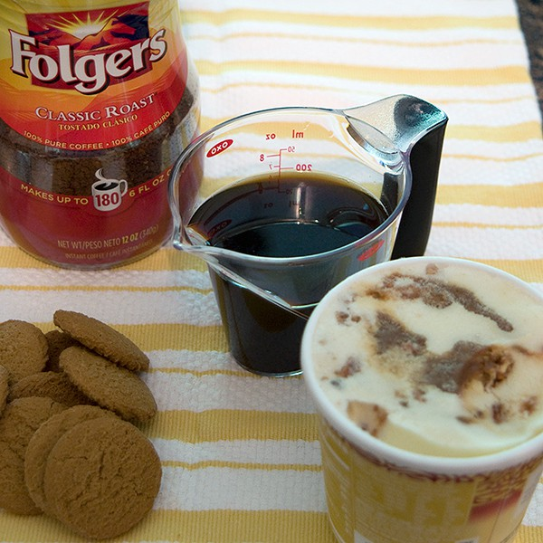 Coffee with gingersnaps and pralines and cream ice cream.