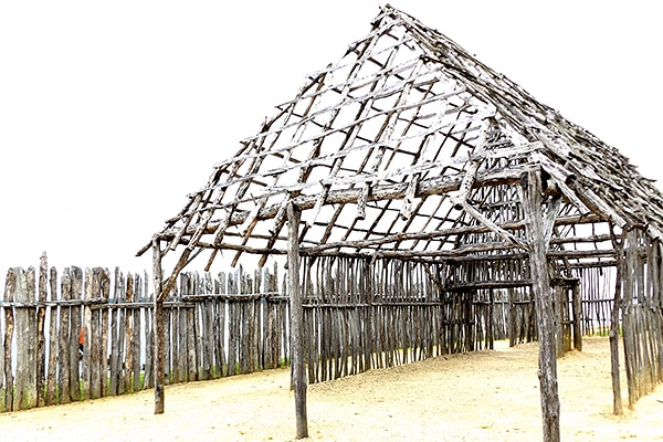 Barracks and palisades at Jamestown. From @NevrEnoughThyme http://www.lanascooking.com/americas-historic-triangle