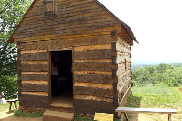 The Hemmings' cabin at Monticello. From @NevrEnoughThyme https://www.lanascooking.com/americas-historic-triangle