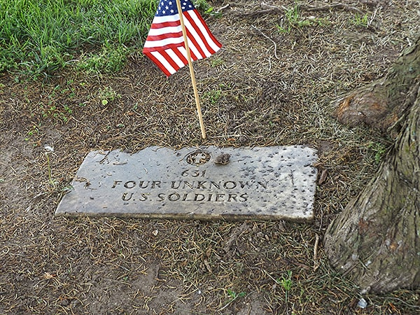 One of the many burial sites of unknown soldiers at Yorktown. From @NevrEnoughThyme http://www.lanascooking.com/americas-historic-triangle