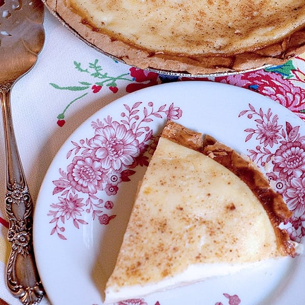 Eggs, milk, and vanilla with a dusting of nutmeg make this traditional southern Egg Custard Pie a delicious childhood memory. From @NevrEnoughThyme http://www.lanascooking.com/egg-custard-pie/