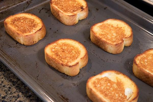 Garlic BLT Stacks - garlic bread topped with fresh tomato, bacon, lettuce, feta, and balsamic vinegar. From @NevrEnoughThyme http://www.lanascooking.com/garlic-blt-stacks