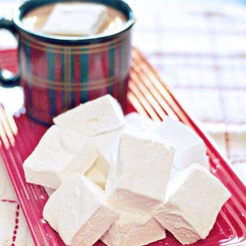 These tender, vanilla-scented Homemade Marshmallows bear little resemblance to their store-bought counterparts. Enjoy them with your favorite hot cocoa. From @NevrEnoughThyme https://www.lanascooking.com/homemade-marshmallows/