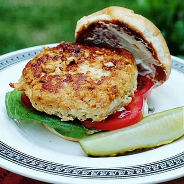 Juicy, delicious, lightly seasoned and grilled turkey burgers. A great alternative to a beef burger. From @NevrEnoughThyme https://www.lanascooking.com/turkey-burgers/