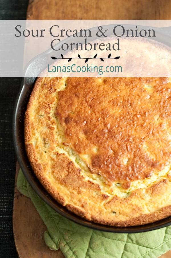 This Sour Cream and Onion Cornbread uses a boxed corn muffin mix with additions of green onions and sour cream. Great with winter soups! From @NevrEnoughThyme http://www.lanascooking.com/sour-cream-onion-cornbread/