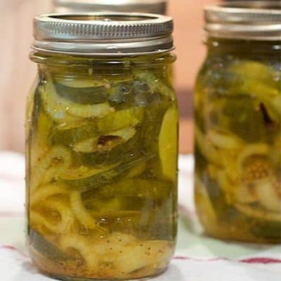 Sugar-free bread and butter pickles using sugar substitute. A combination of cucumbers and onions in a tangy pickling solution. From @neverenoughthyme http://www.lanascooking.com/sugar-free-bread-and-butter-pickles/