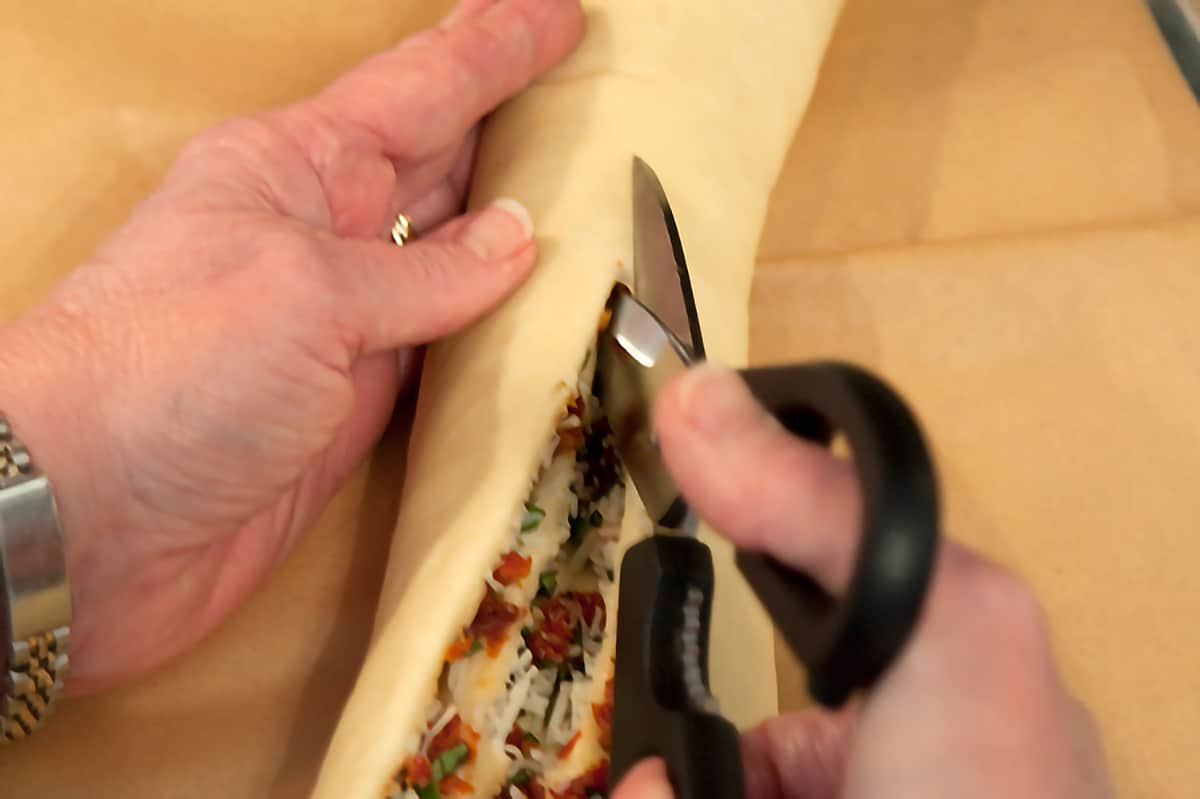 Illustration of how to cut the rolled dough to expose the filling for later shaping.